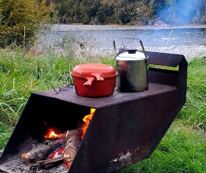 cast iron skillet pan with pot for camp oven